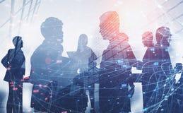 Siluette della gente di affari, rete illustrazione di stock