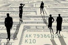 Siluette della gente sui soldi Fotografia Stock Libera da Diritti