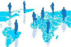 Siluette della gente sulla cartografia blu Immagine Stock