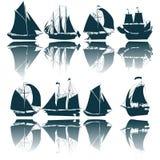 Siluette della nave di navigazione Immagine Stock