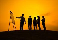 Siluette della presentazione di affari all'aperto fotografie stock libere da diritti
