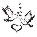 Siluette delle colombe con i cuori su fondo bianco Fotografia Stock Libera da Diritti