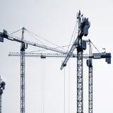 Siluette delle gru di costruzione Fotografie Stock