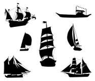 Siluette delle navi di navigazione storiche Fotografia Stock