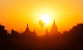 Siluette delle tempie antiche del sito storico Myanmar di Bagan Fotografia Stock