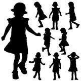 Siluette di piccola ragazza sui precedenti bianchi royalty illustrazione gratis