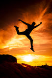Siluette di salto Fotografia Stock Libera da Diritti