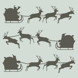 Siluette di Santa Claus sulla sua slitta Fotografia Stock