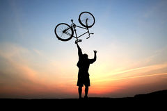 Siluette di un ciclista Fotografie Stock Libere da Diritti