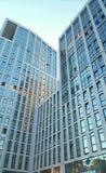 Siluette di vetro moderne dei grattacieli immagini stock libere da diritti