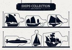 Siluette disegnate a mano della nave messe in bottiglie Immagine Stock Libera da Diritti