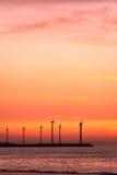 Siluette elettriche dei mulini a vento Fotografia Stock Libera da Diritti