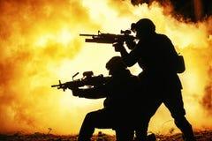 Siluette nere dei soldati immagine stock libera da diritti