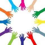 Siluette variopinte delle mani in un cerchio Fotografia Stock
