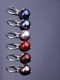Silverörhängen med pärlor Royaltyfri Fotografi