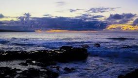Silver-blått hav efter solnedgång arkivfilmer