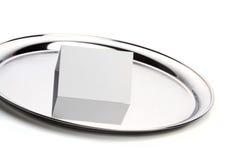 silver för korthälsningsuppläggningsfat Arkivfoton