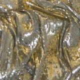 Silver guld- tygtextur med paljetter Royaltyfri Bild