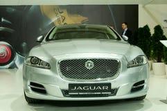 Silver Jaguar XJ för framsidamaskering Fotografering för Bildbyråer