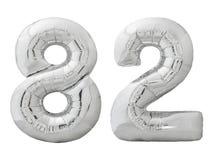 Silver nummer 82 åttiotvå gjorde av den isolerade uppblåsbara ballongen på vit Arkivfoton