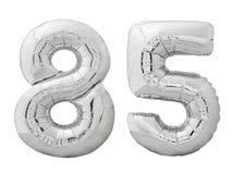 Silver nummer 85 femtiofem gjorde av den isolerade uppblåsbara ballongen på vit Arkivfoton