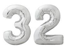Silver nummer 32 trettiotvå gjorde av den isolerade uppblåsbara ballongen på vit Royaltyfri Bild