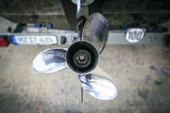 Silver och bruten fartygmotor Royaltyfria Bilder