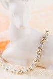 Silver- och guldarmband med zircon Royaltyfria Foton