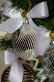 Silver- och vitjulgrangarneringar Royaltyfri Fotografi