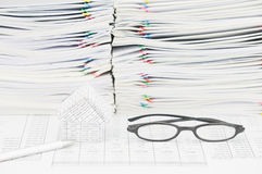 Silver pen and house with spectacles on finance account Royalty Free Stock Photography