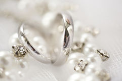 Silver plain wedding rings, pearls and rhinestones Stock Photography