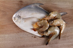Silver pomgfret fish and prawns Stock Photography