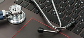 Free Silver Stethoscope On A Modern Laptop Keyboard Stock Photos - 187327833