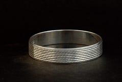 silverarmringar och herrar Kade & x28; Handmusikband & x29; Arkivfoton