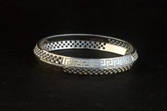 silverarmringar och herrar Kade & x28; Handmusikband & x29; Royaltyfri Foto