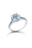 Silverbröllop eller förlovningsring med blåa diamanter Royaltyfri Fotografi