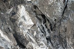 Silverfoliebakgrund med skrynklig yttersida Royaltyfri Fotografi