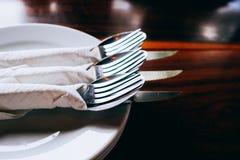 Silvergaffel i lågt ljus Arkivbilder
