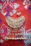 Silverhalsband av Miao Nationality, Kina royaltyfria bilder
