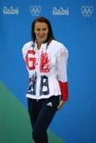 Silvermedaljör Jazmin Carlin av Storbritannien under medaljceremoni efter konkurrensen för fristil för kvinna` s 800m av Rio de J Royaltyfri Fotografi
