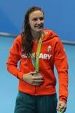 Silvermedaljör Katinka Hosszu av Ungern under medaljceremoni efter ryggsim för kvinna` s 200m av Rio de Janeiro 2016 OS:er Arkivfoto