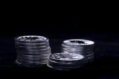 Silvermynt i buntar Royaltyfria Bilder