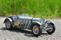 Silverpil - Mercedes-Benz SSKL 1931 tävlings- bil Royaltyfri Fotografi