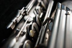 Silversaxofon i dess fall arkivbilder