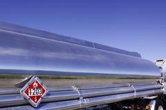 Silversemi-trailerlastbil royaltyfri fotografi