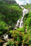 Silvervattenfall i Sapa, Vietnam Royaltyfri Bild
