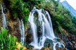 Silvervattenfall, Sapa, Vietnam Arkivfoto