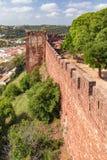 Silves城堡` s防御外壁,阿尔加威,葡萄牙 库存图片