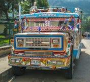 SILVIA, POPAYAN KOLUMBIA, Listopad, -, 24: Kolorowy Chiva autobus wewnątrz Obraz Stock