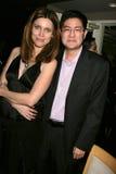 Silvia Suvadova en Greg Hatanaka bij de Première van Los Angeles van de ?Lafbek van het Loodje?. De Zonsondergang van Laemmle 5 Th stock foto's